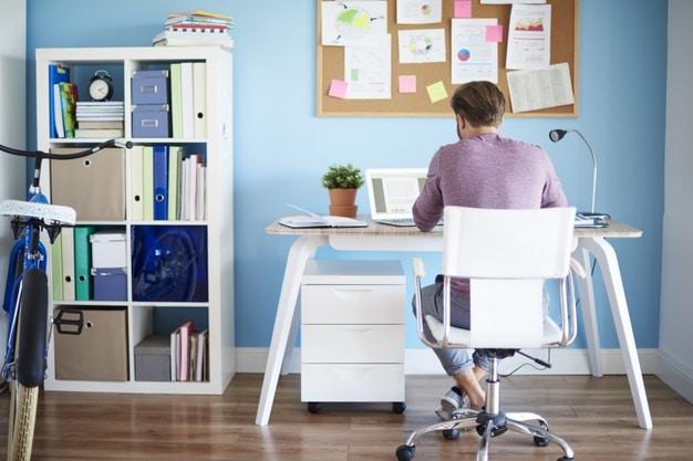 5 πρακτικές συμβουλές διακόσμησης για ένα όμορφο Home office