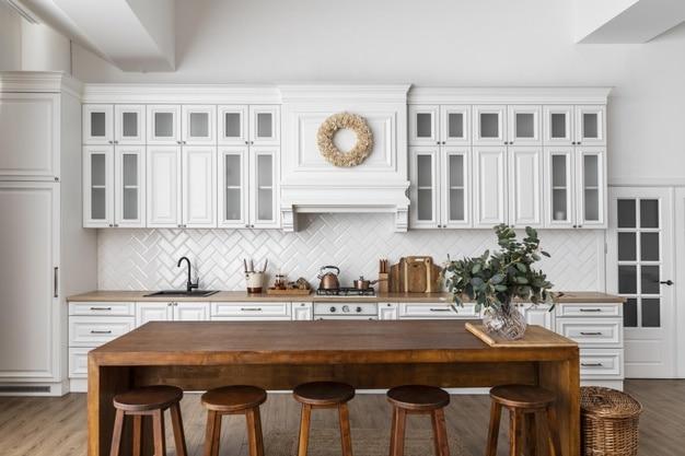 Προσθήκες και αλλαγές για μια vintage και απόλυτα minimal κουζίνα