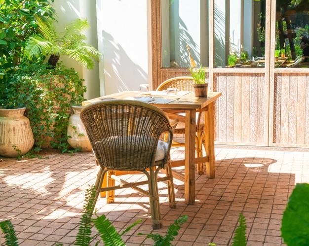 4 +1 μοναδικές ιδέες για να διακοσμήσετε τον κήπο σας αυτό το καλοκαίρι